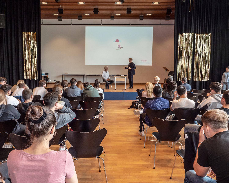 Hinaus ins Erwerbsleben mit dem Finanzführerschein (Budget- und Schuldenberatung Aargau–Solothurn)
